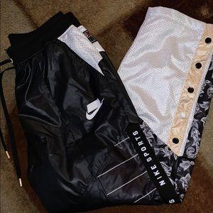 New Nike Sportswear Woven Track Pants